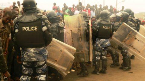 Anti-riot police battle vendors at the burnt park yard market