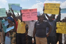 Kyegegwa residents protesting government evictions.